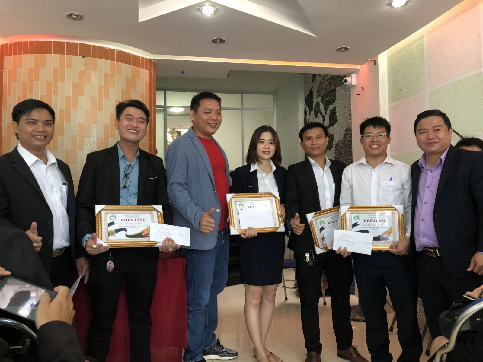 giải thưởng dành cho nhân viên xuất sắc