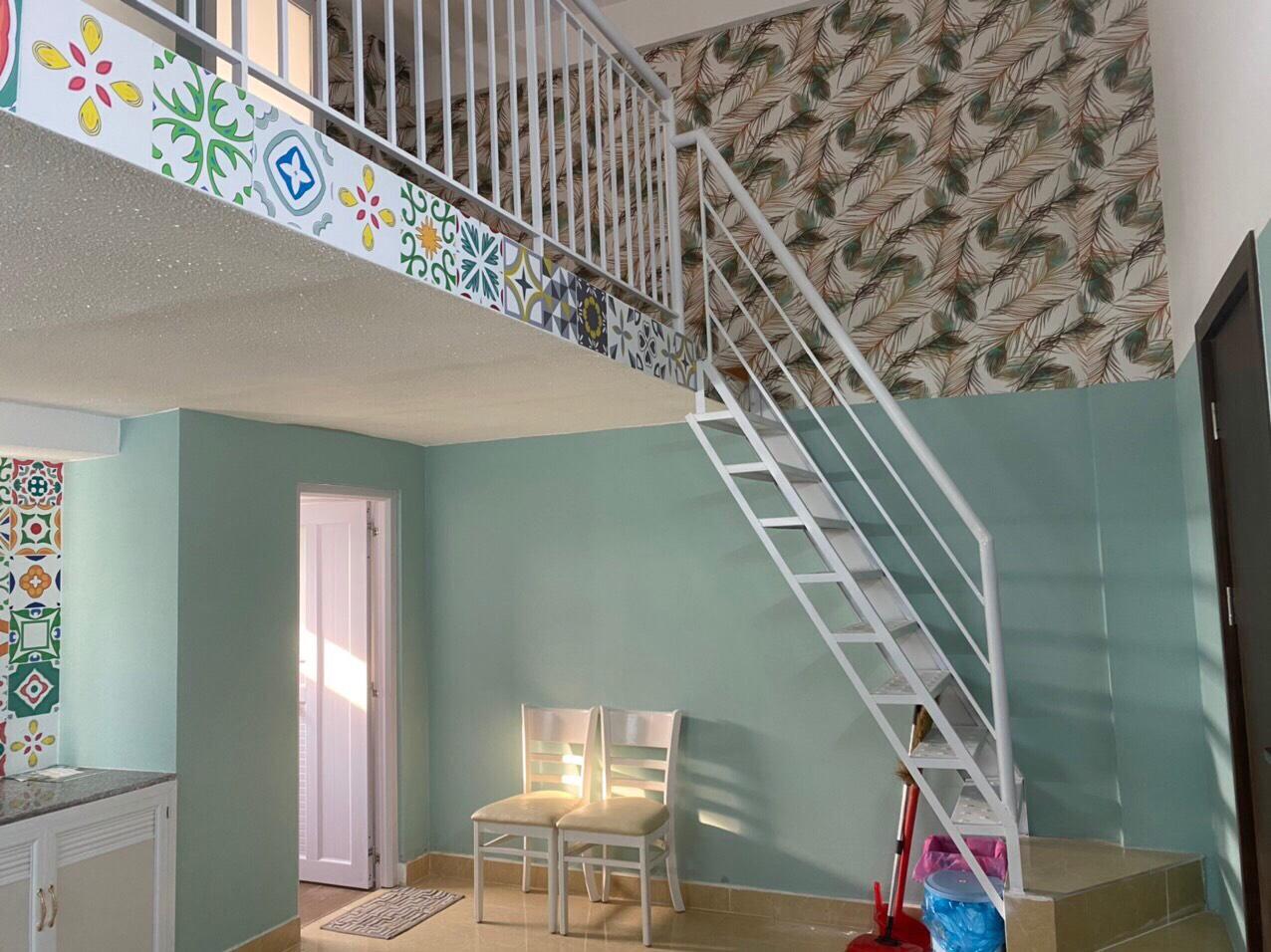 cầu thang nhà tắm căn hộ chung cư tân đức